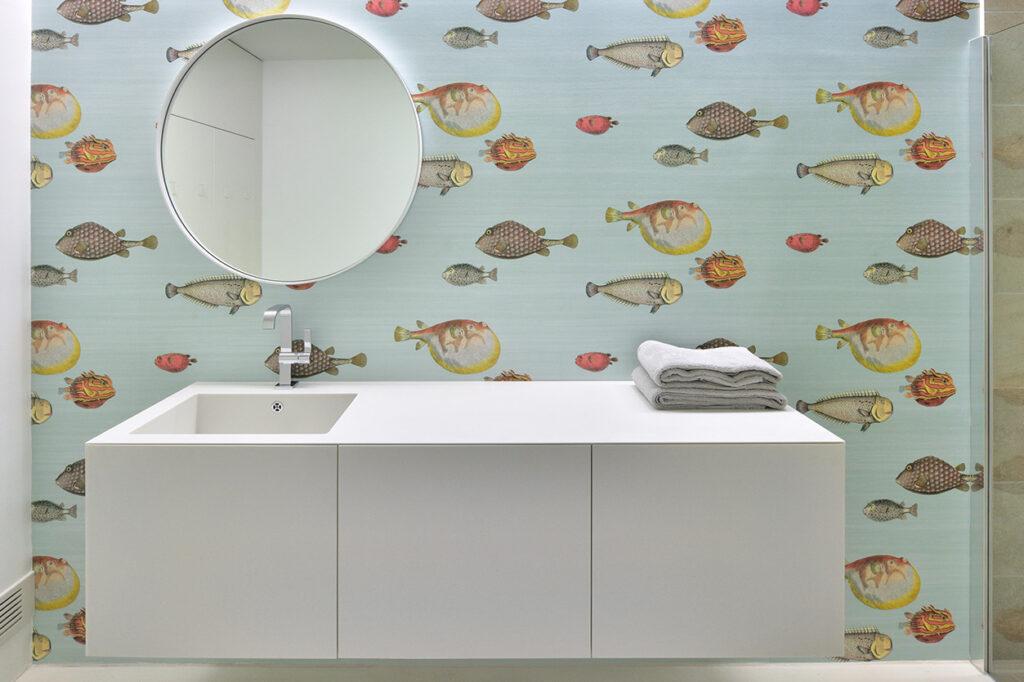 Fuchs Bad, Aqua Cultura Referenz, barrierefreies Bad, Wandtapete Fische, Waschtisch