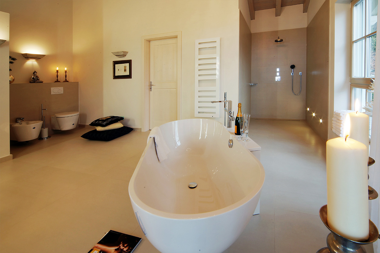 Boddenberg, Aqua Cultura Referenz, Dachbad, frei stehende Wanne, Dusche, WC