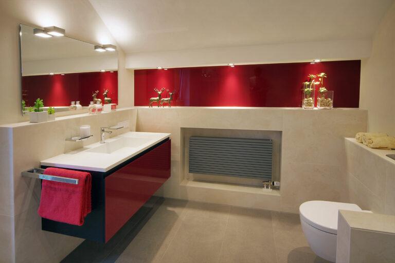 Boddenberg, Aqua Cultura Referenz, Dachbad, Vorwandmodul, rot lackiertes Glas, Waschtisch,