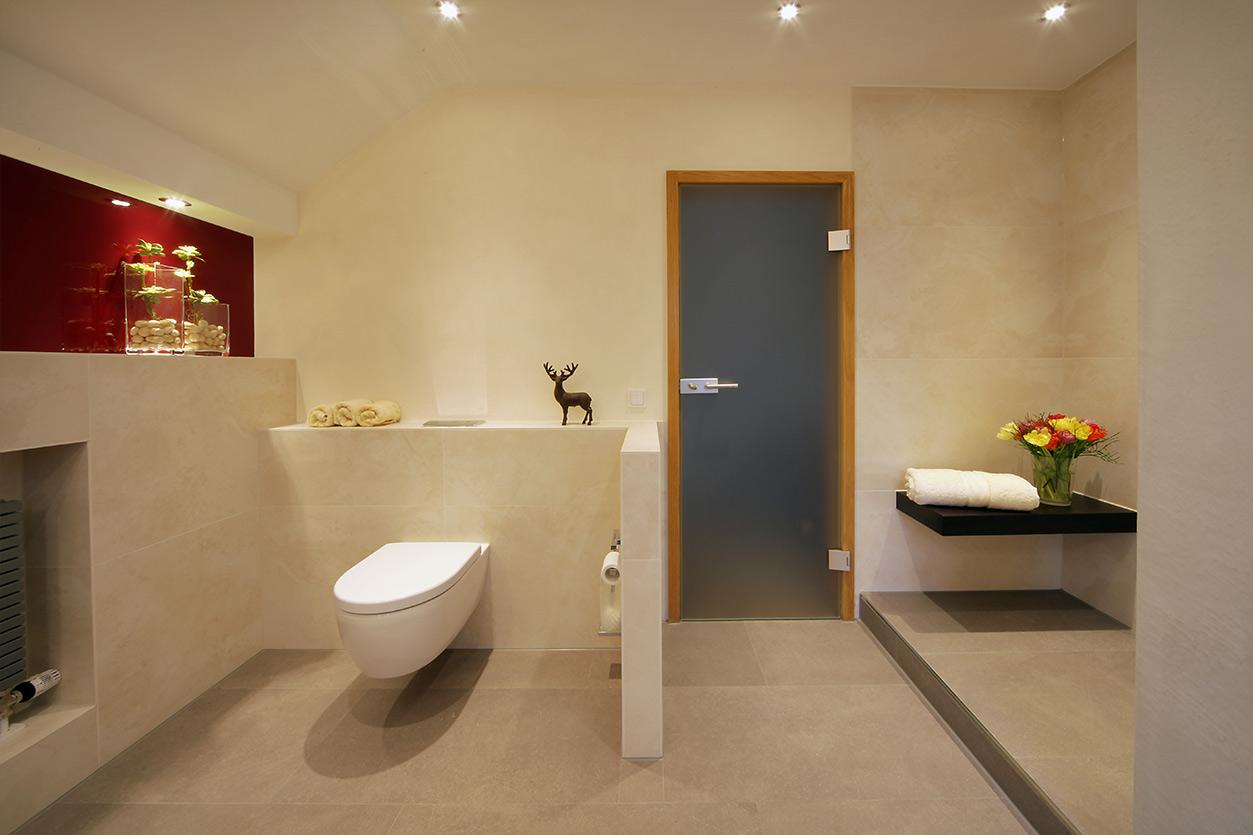 Boddenberg, Aqua Cultura Referenz, Dachbad, Vorwandmodul, rot lackiertes Glas, WC