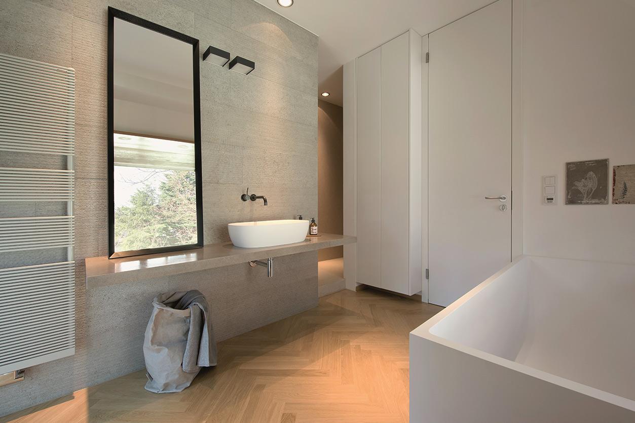 Dreyer Bad, Aqua Cultura Referenz, Dachbad, Waschtisch Holz, Holz im Bad, Dachschräge, Aufsatzwaschbecken