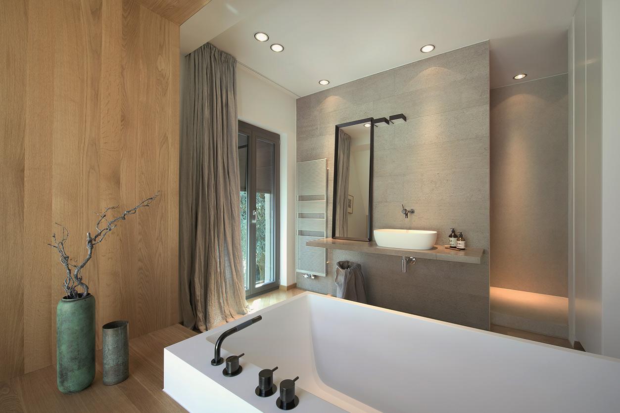 Dreyer Bad, Aqua Cultura Referenz, Dachbad, Waschtisch Holz, Holz im Bad, Dachschräge, Wanne Maßanfertigung