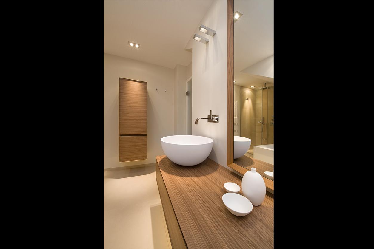 Dreyer Bad, Aqua Cultura Referenz, Dachbad, Waschtisch Holz, Holz im Bad, wohnliche Materialien