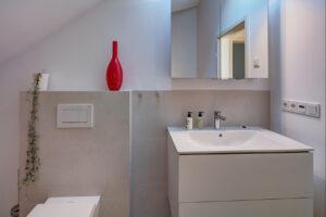 Koch Bad, Aqua Cultura Referenz, Dachbad, Dachschräge, WC, Waschtisch
