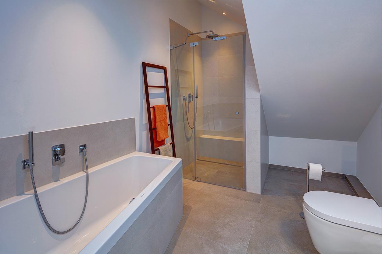 Koch Bad, Aqua Cultura Referenz, Dachbad, Dachschräge, Badewanne