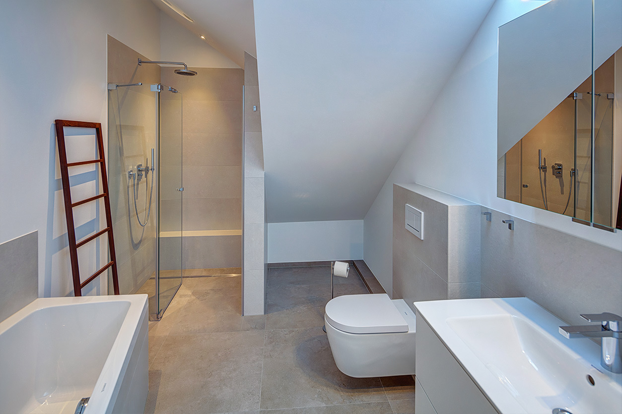 Koch Bad, Aqua Cultura Referenz, Dachbad, Dachschräge, begehbare Dusche