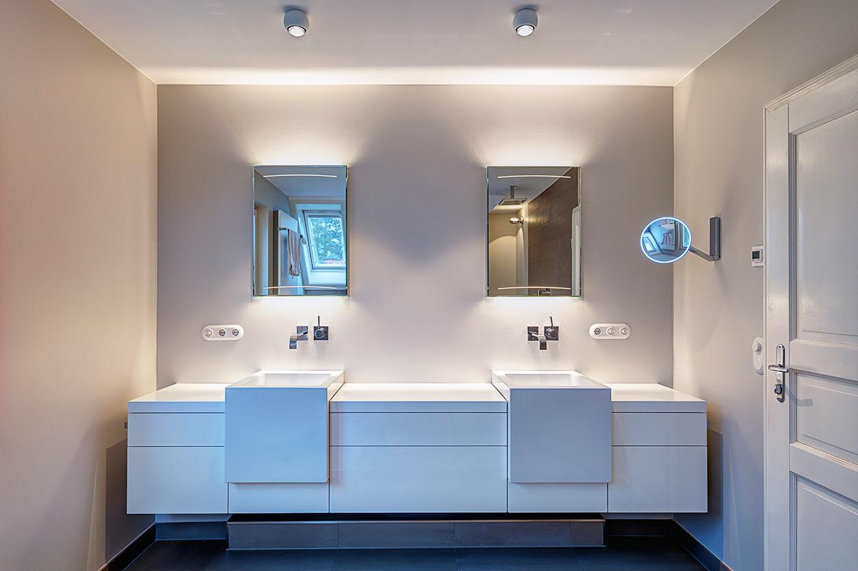 Koch Bad, Aqua Cultura Referenz, Dachbad, Dachschräge, Badewanne, Doppelwaschtisch