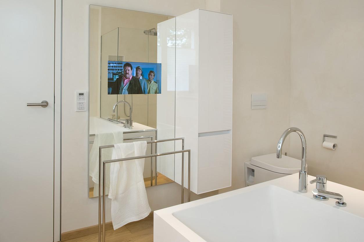 Dreyer Bad, Aqua Cultura Referenz, großes Bad, Wannenbad, Fernseher im Spiegel, Detail