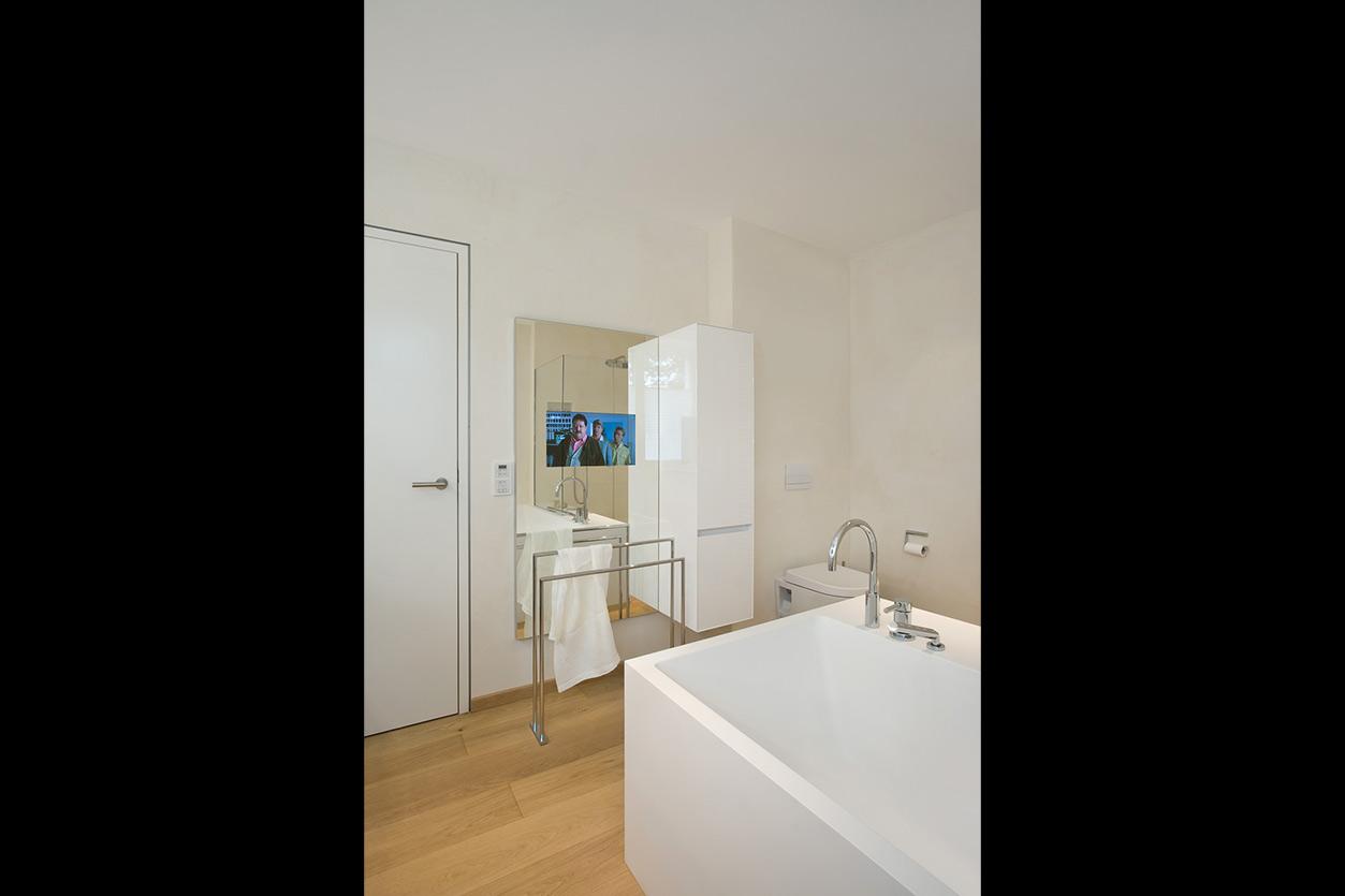 Dreyer Bad, Aqua Cultura Referenz, großes Bad, Wannenbad, Fernseher im Spiegel