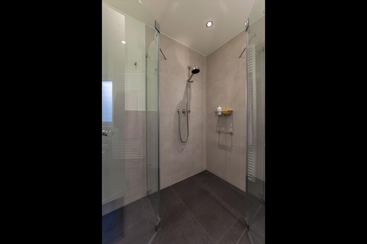 Boddenberg, Aqua Cultura Referenz, kleines Bad, viel Stauraum, bodengleiche Dusche