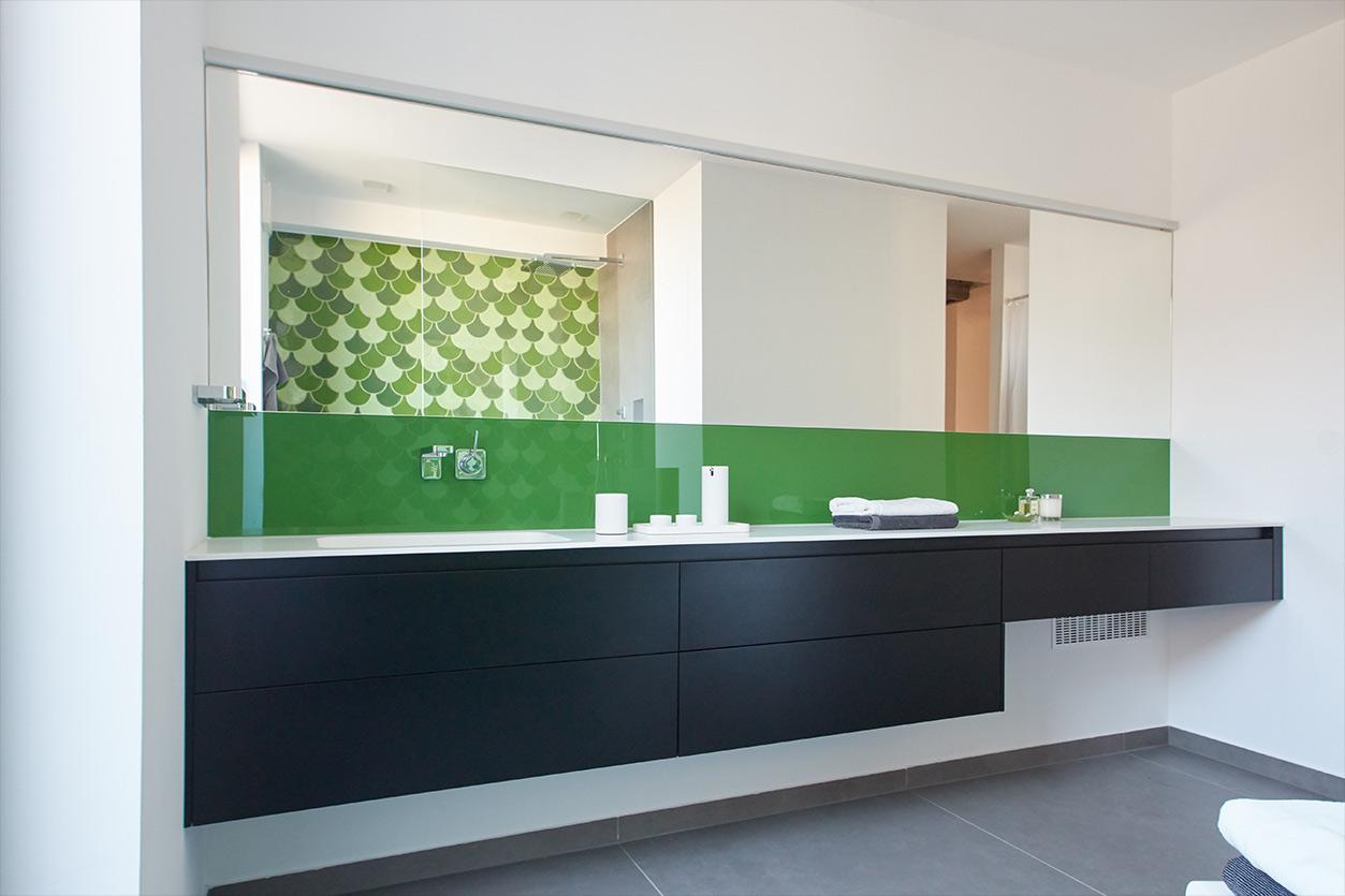 aqua-cultura-kleines-bad-goldmann-grüne-fliesen-spiegel