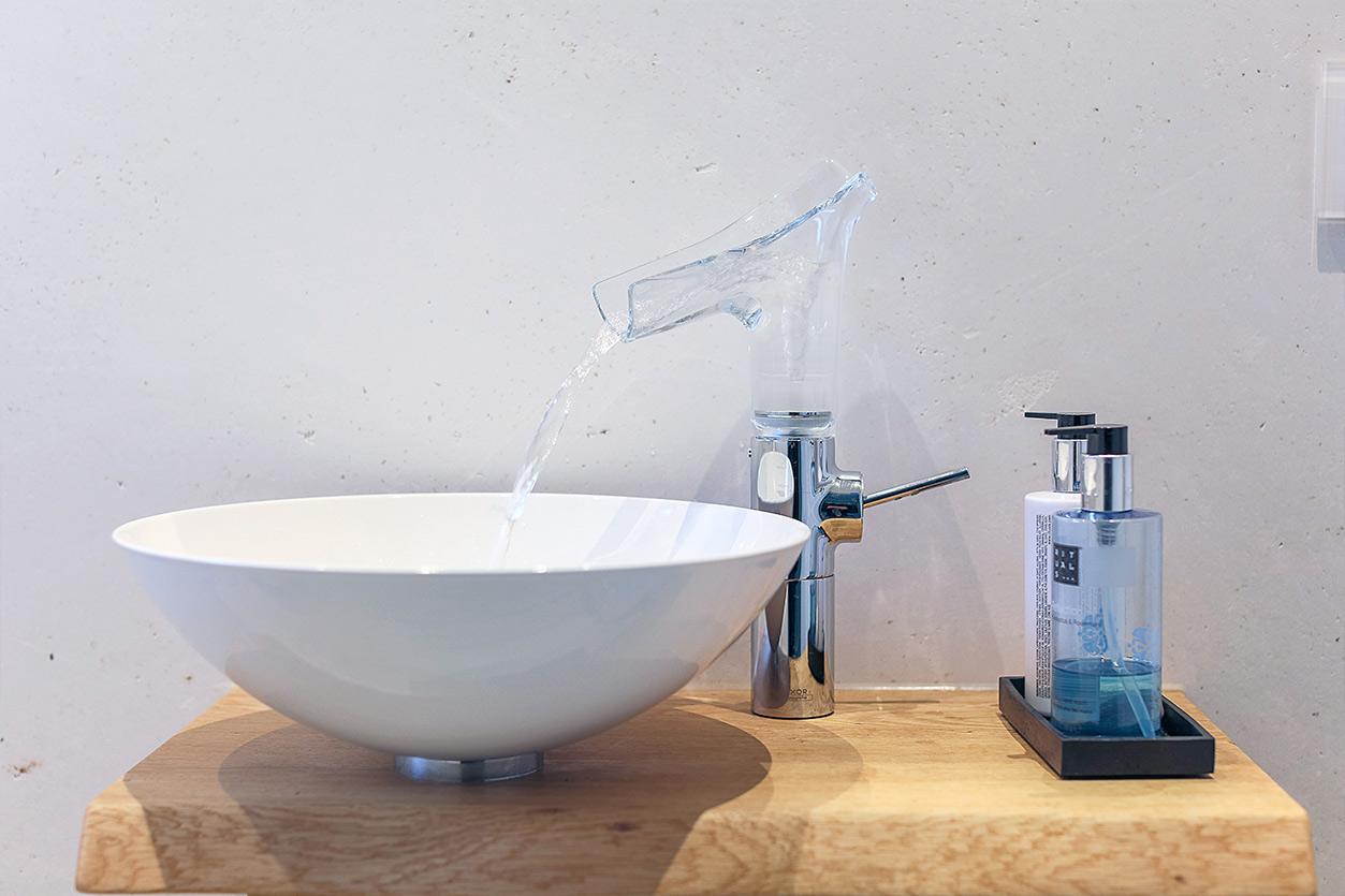 Koch Bad, Aqua Cultura Referenz, Kleines Bad, Badewanne, Waschtisch, Armatur