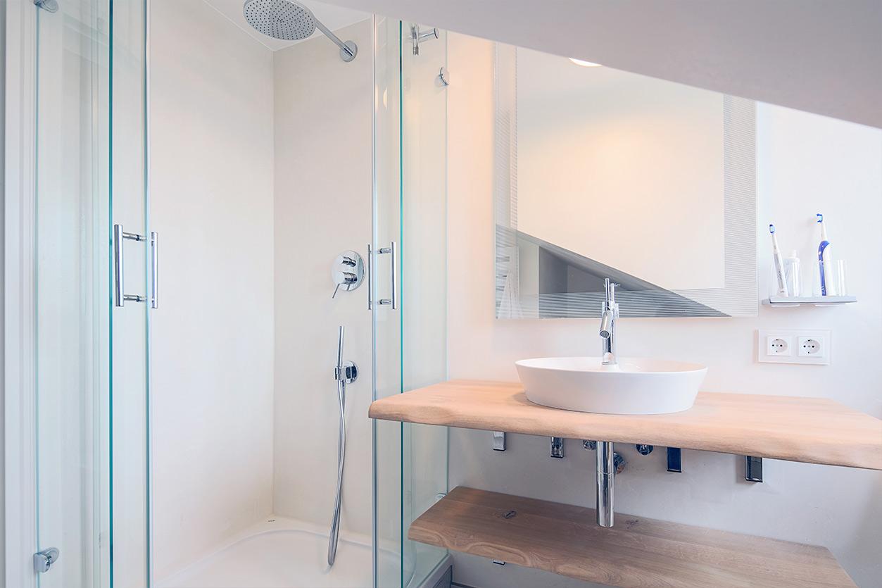 Koch Bad, Aqua Cultura Referenz, Kleines Bad, Badewanne, Dusche, Waschtisch