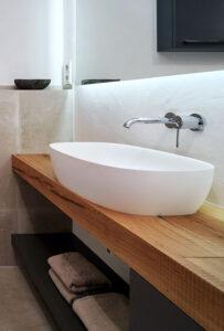 nes Tanke Bäderwerkstatt, Aqua Cultura Referenz, kleines Bad mit Wandtapete, Waschtisch