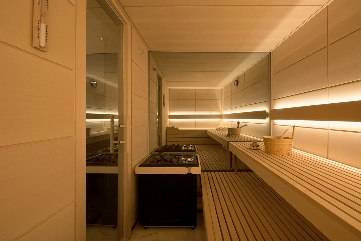 Dreyer Bad, Aqua Cultura Referenz, Wellnessbad, eleganter Stil, Sauna mit verspiegeltem Glas