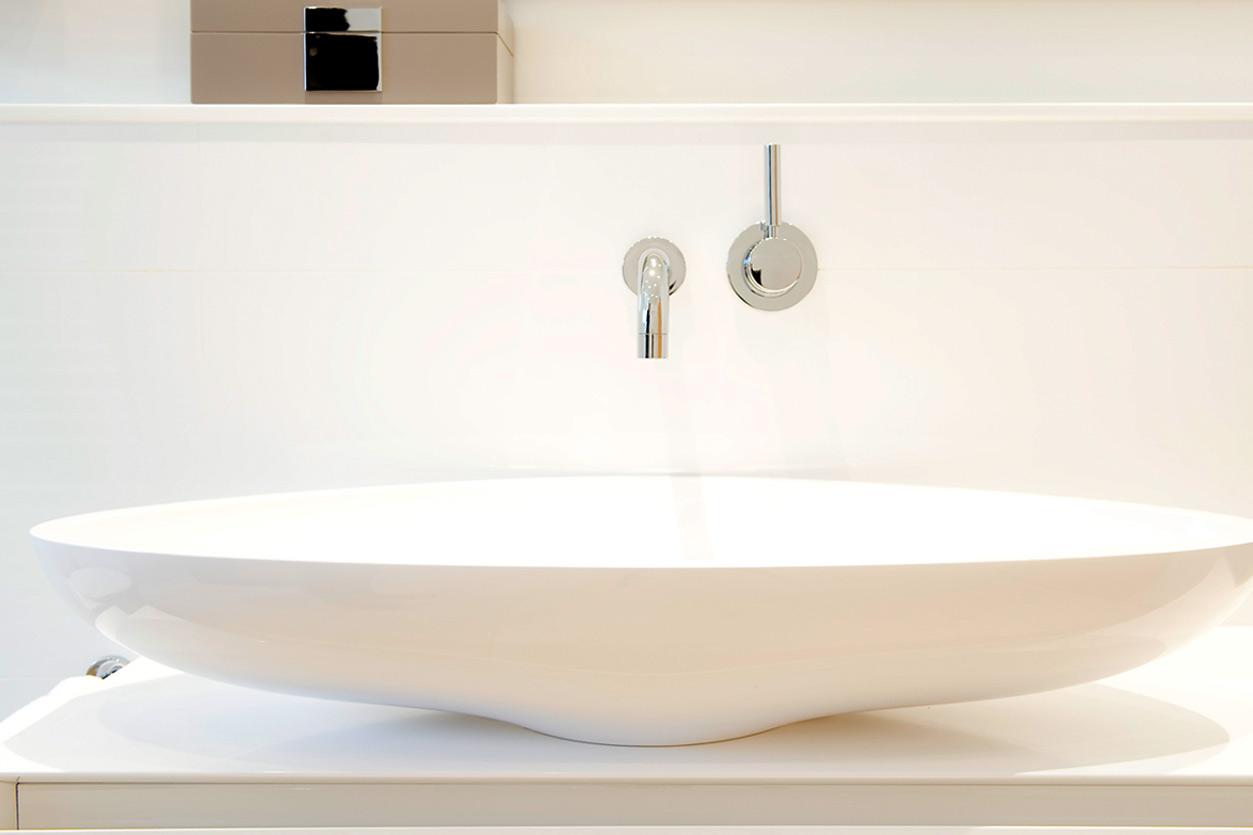 Bukoll Bad, Aqua Cultura Referenz, barrierefreies Bad, große Waschschüssel