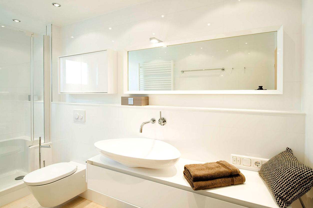 Bukoll Bad, Aqua Cultura Referenz, barrierefreies Bad, begehbare Badewanne, praktische Einbauten