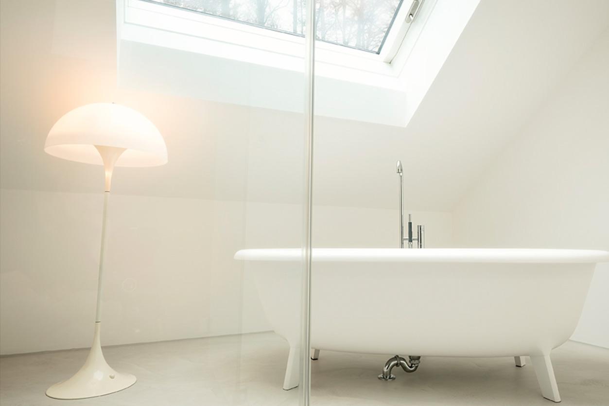 aqua-cultura-dachbad-bukoll-fugenloses-badewanne-frei