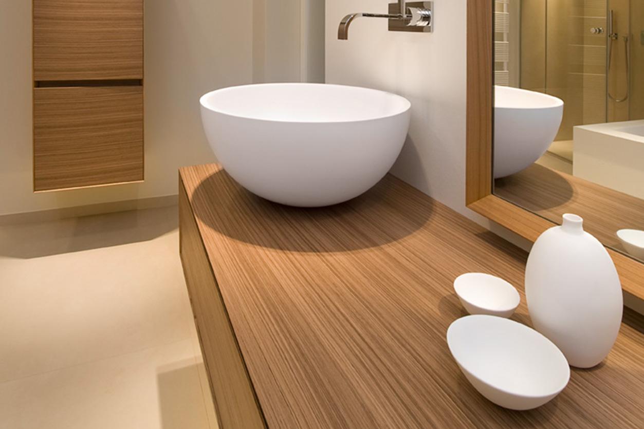 Dreyer Bad, Aqua Cultura Referenz, Dachbad, Waschtisch Holz, Holz im Bad, Dachschräge