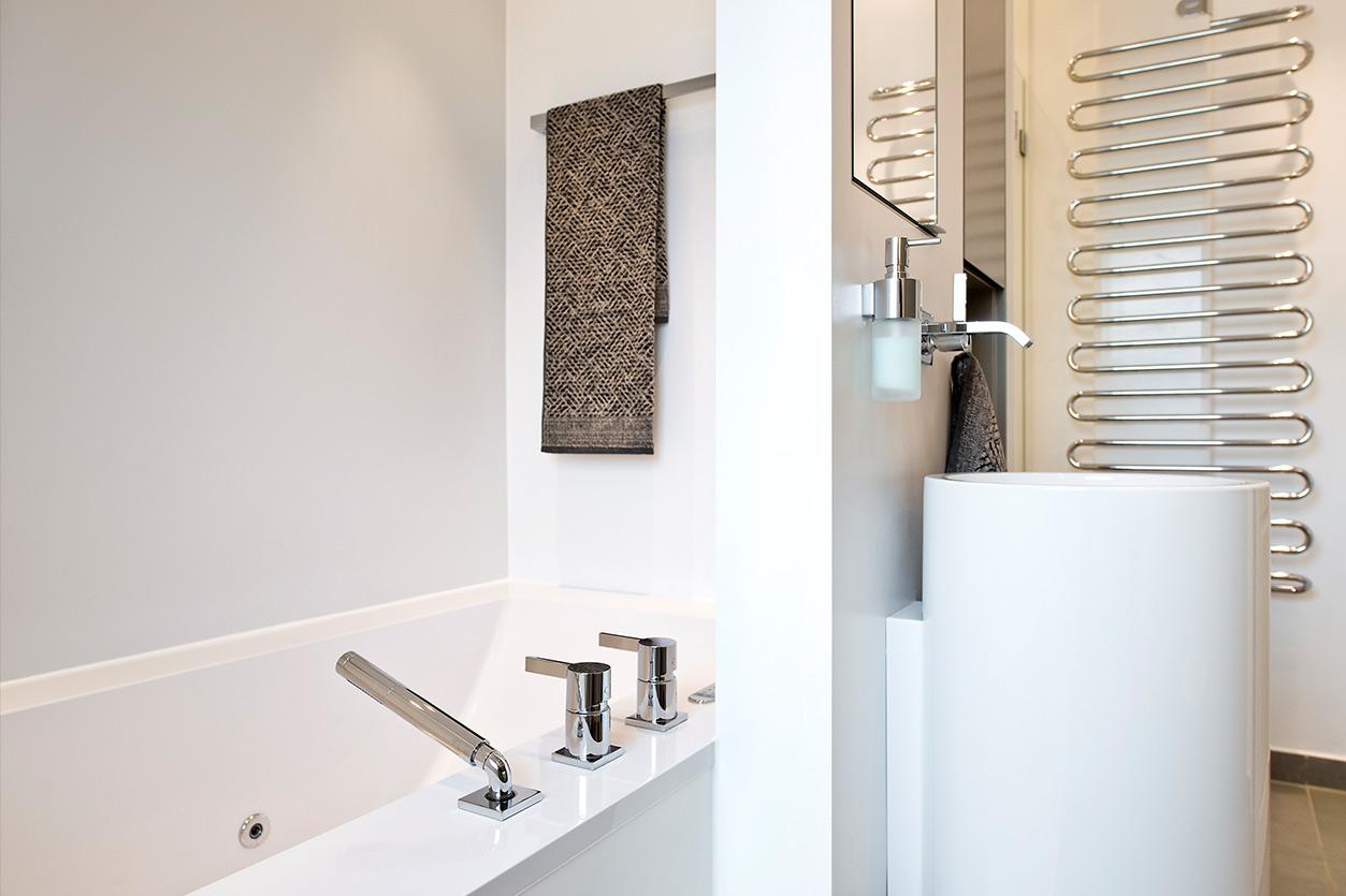 Bukoll Bad, Aqua Cultura Referenz, Familienbad, viel Stauraum, Waschtischsäule, große Badewanne