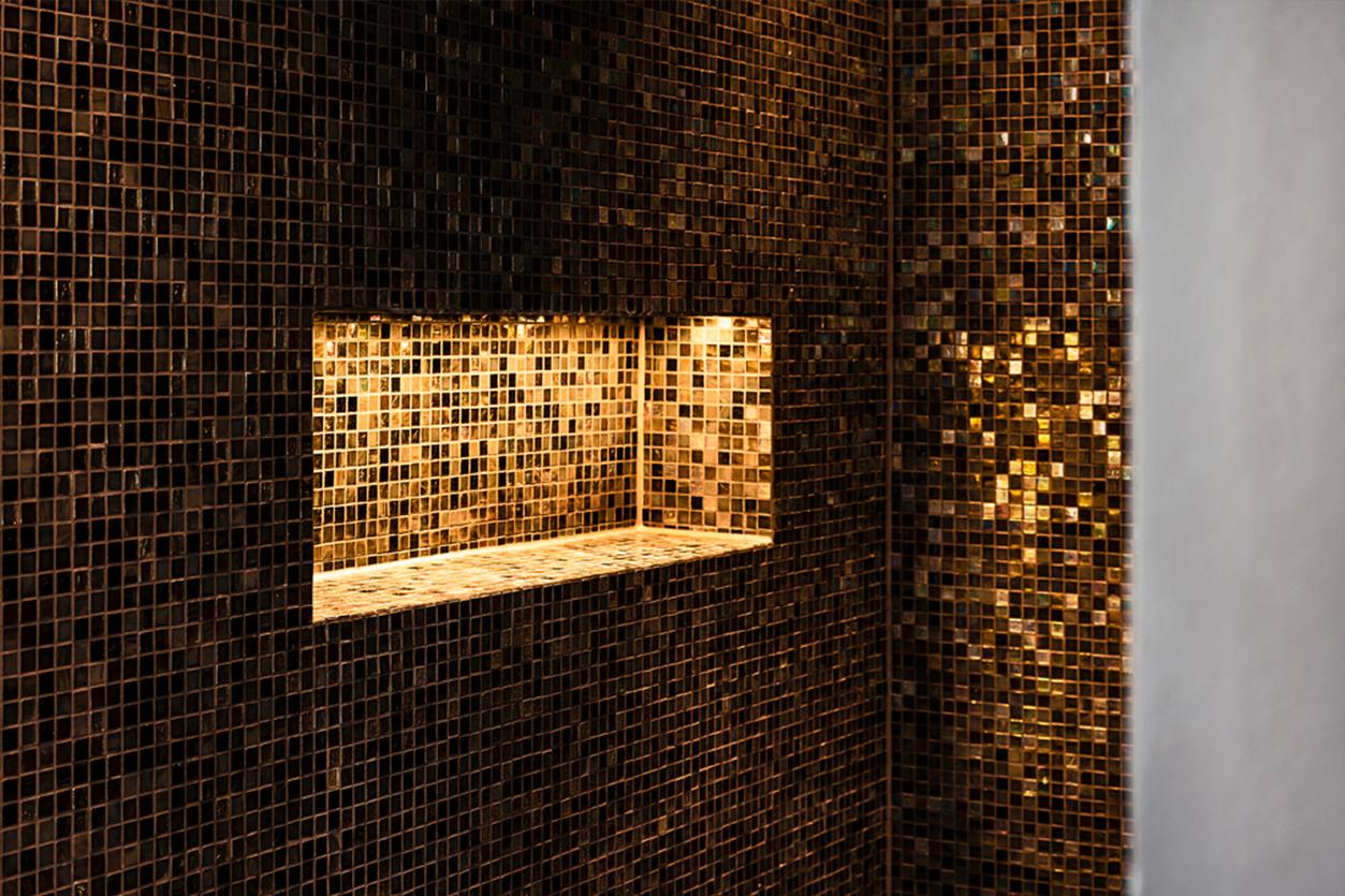 Bukoll Bad, Aqua Cultura Referenz, grosses Bad, freistehende Badewanne,Dusche mit Mosaik Kacheln