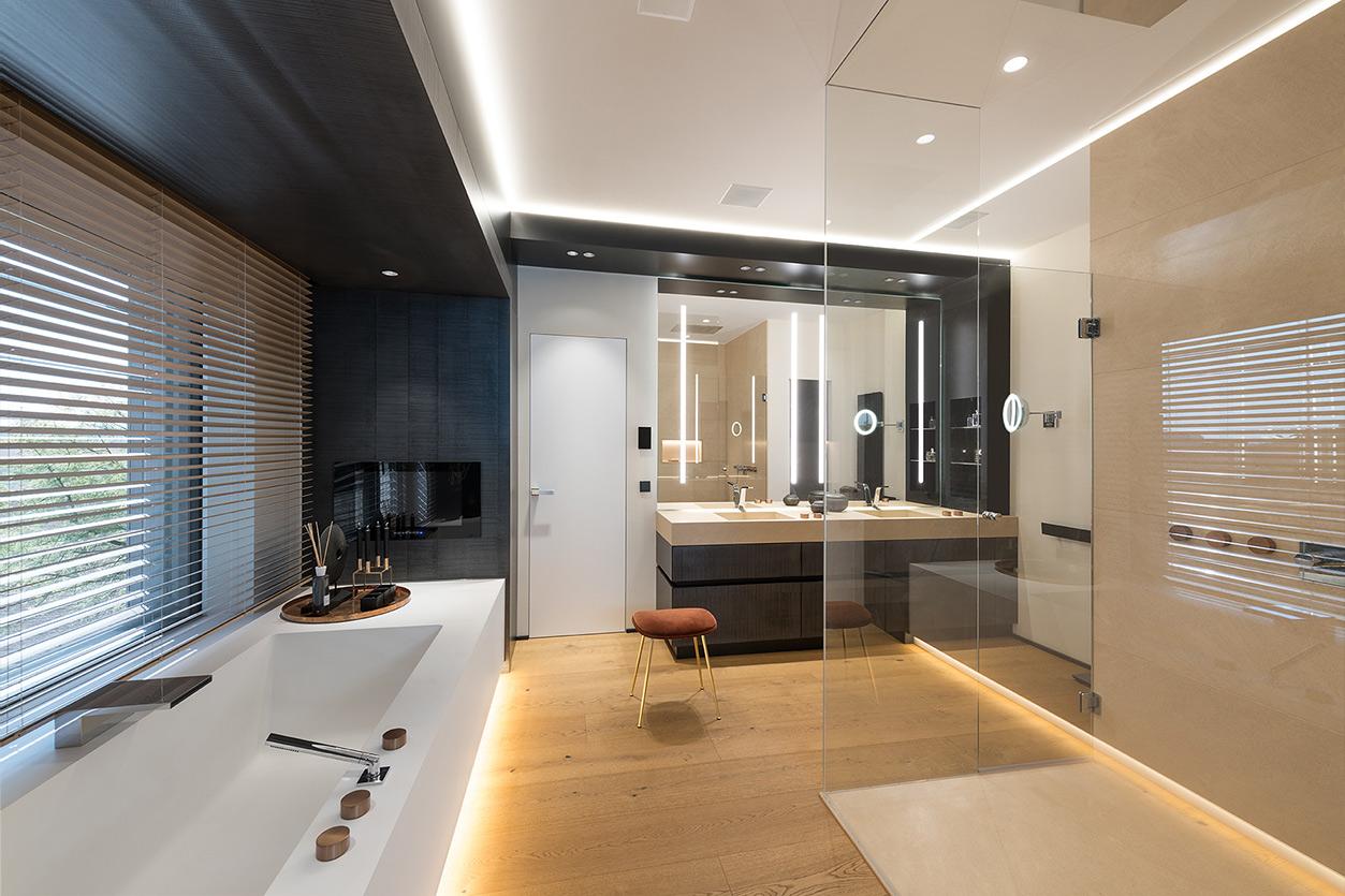 Dreyer Bad, Aqua Cultura Referenz, großes Bad, spezielles Lichtkonzept