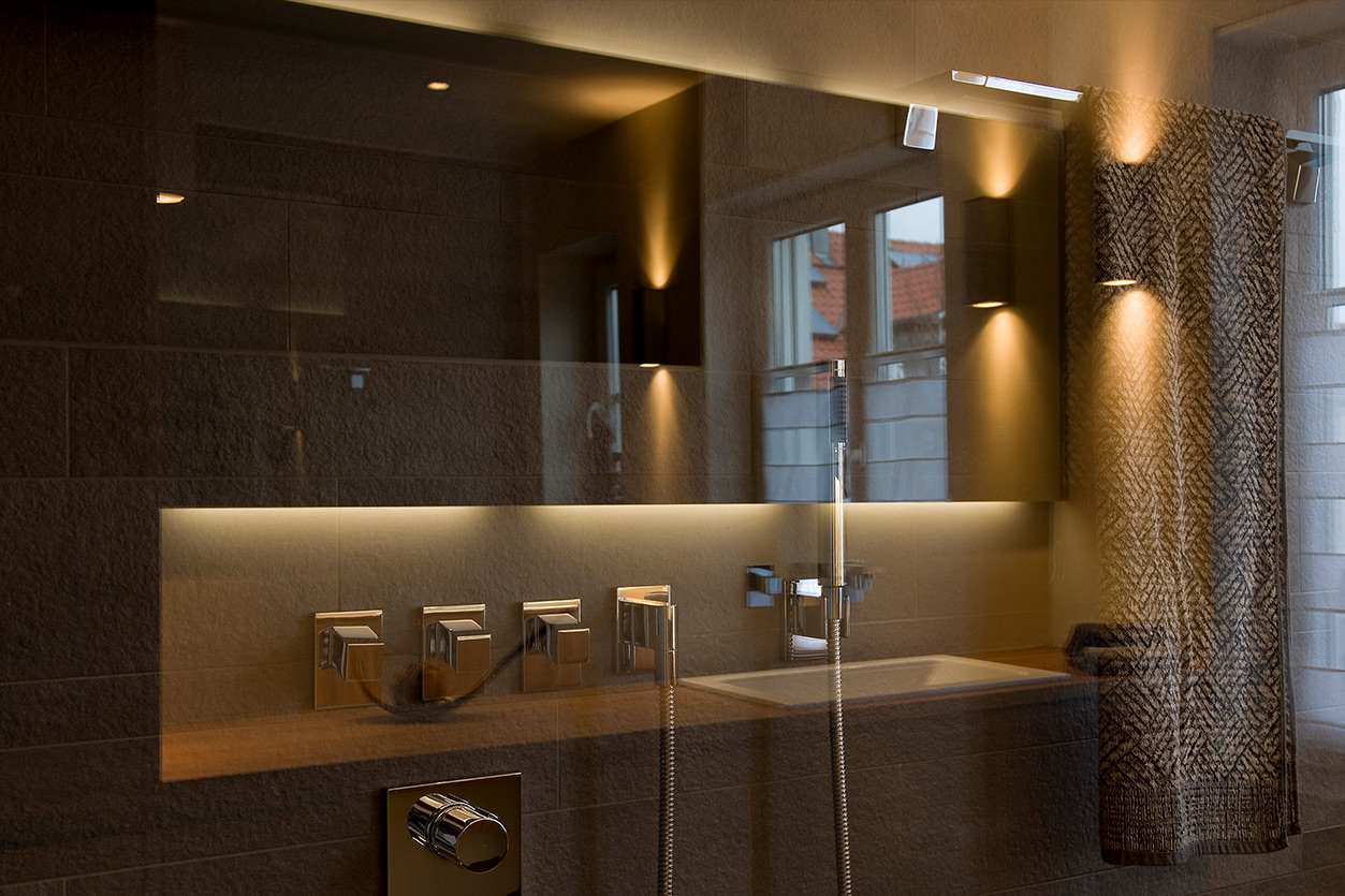 aqua-cultura-kleines-bad-bukoll-elegantes-in-holz-dusche