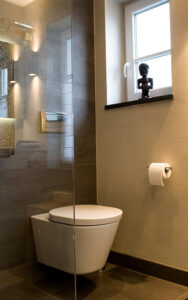 ukoll Bad, Aqua Cultura Referenz, Kleines Bad, Holz im Bad, WC